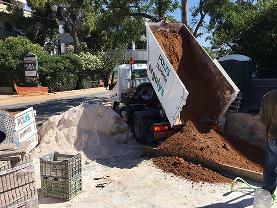 Προμήθεια και μεταφορά κηπευτικού κοσκινισμένου χώματος
